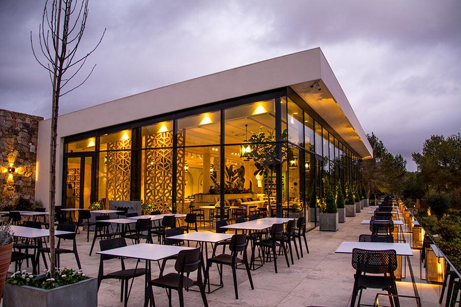 Terraza del restaurante italiano Il Palco construído por Avante construcción