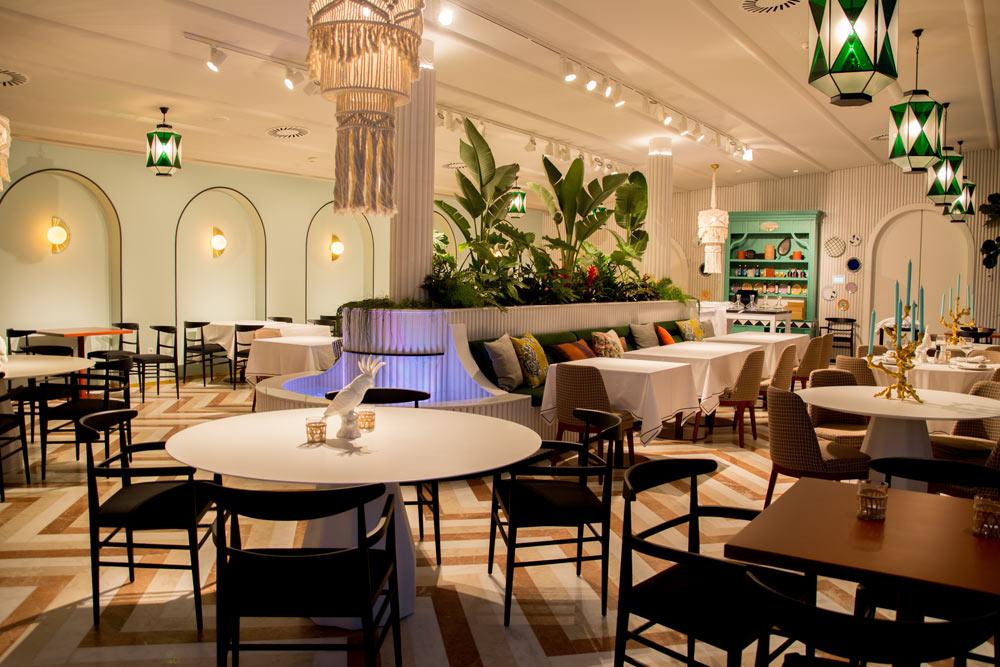Zona interior del restaurante italiano Il Palco realizado por Avante Construcción