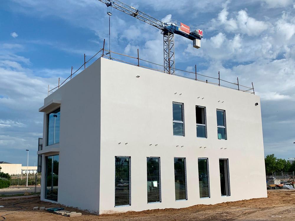 Avante Construcción está realizando la construcción de un edificio de oficinas en Torrevieja diseñadas para ser eficientes energéticamente basándose en el estándar de edificación de Passivhauss.