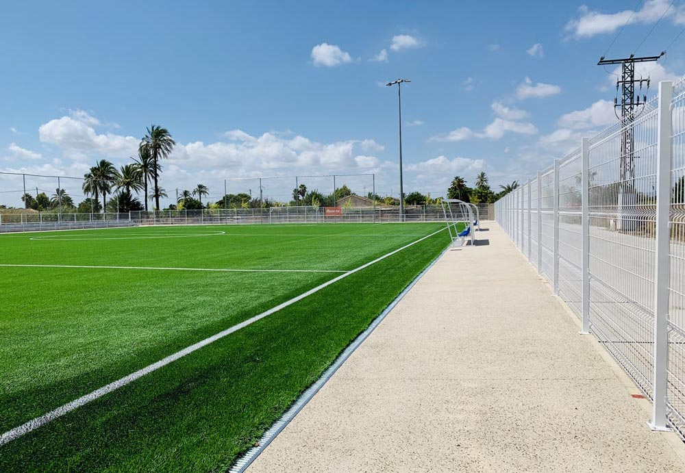Campo de fútbol de césped artifical