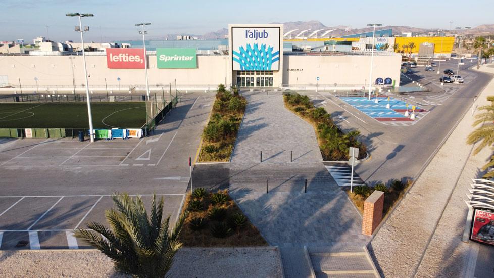 Reforma en el acceso principal al Centro Comercial L'Aljub
