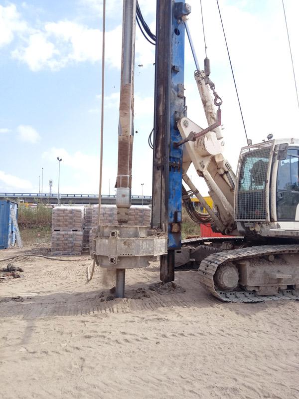 Trabajos de consolidación del terreno para el aparcamiento de Aldi en Málaga